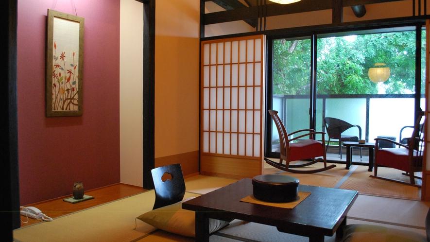 露天風呂客室【善住坊】緑を眺めるデッキのチェアで過ごすひと時は至福の時間