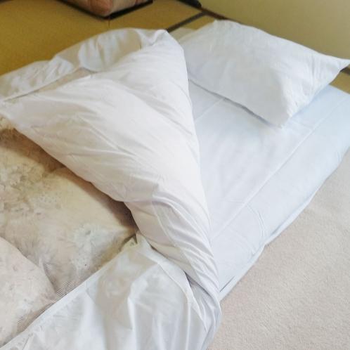 布団は全室羽毛布団です