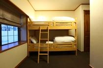 コンパクト二段ベッド部屋