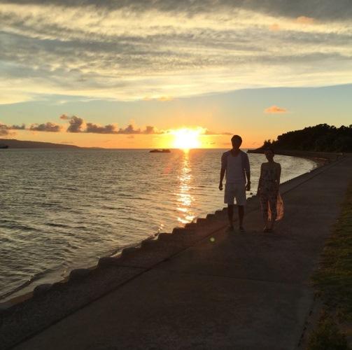 八重山の島々を眺めながら、夕陽を背にゆったりお散歩♪