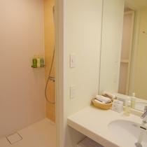 本館スタンダードオーシャンビュールームのシャワー付バスルーム