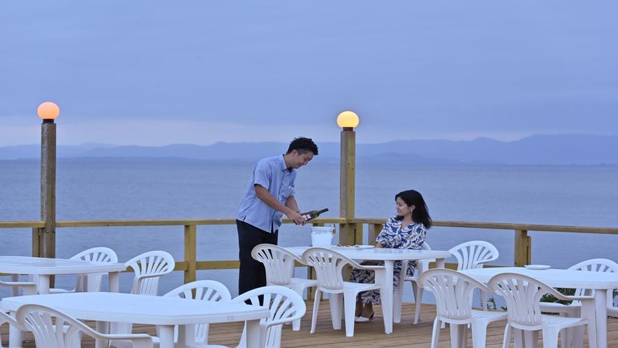 レストラン「海辺のテラス 波の詩」
