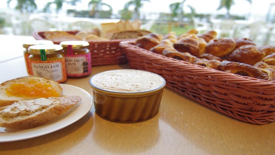 朝食:自家製黒糖マーガリン
