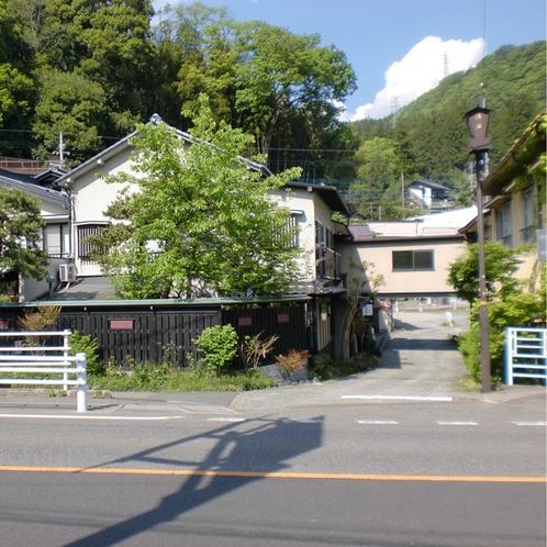 当館は国道17号(三国街道)沿いでアクセス良好です。