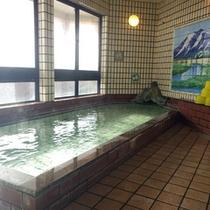 *【女湯】ゆっくりと湯船に浸かって、旅の疲れを癒してください。