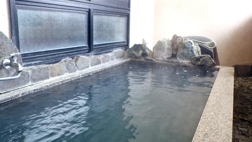 *【半露天風呂】夏季限定♪季節の風を感じながら、肌に優しいトロトロのお湯を満喫!