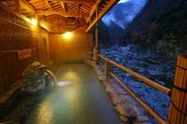 源泉掛け流し露天風呂・渓谷の湯