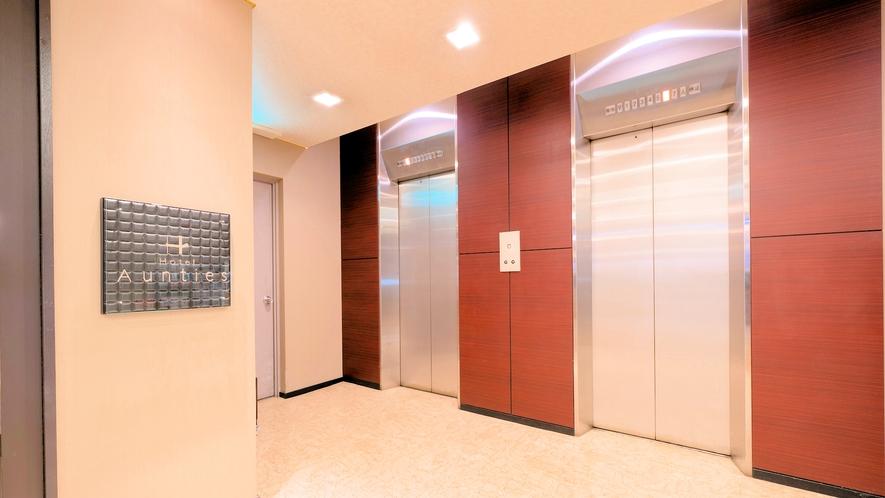 館内にエレベーター2基完備