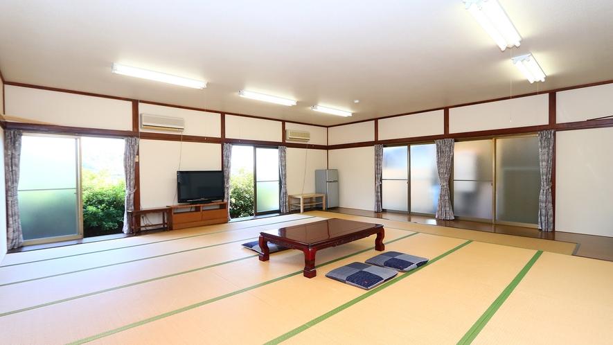 ゆったり広々!グループ和室(32畳)♪冬にはコタツのご用意もございます。