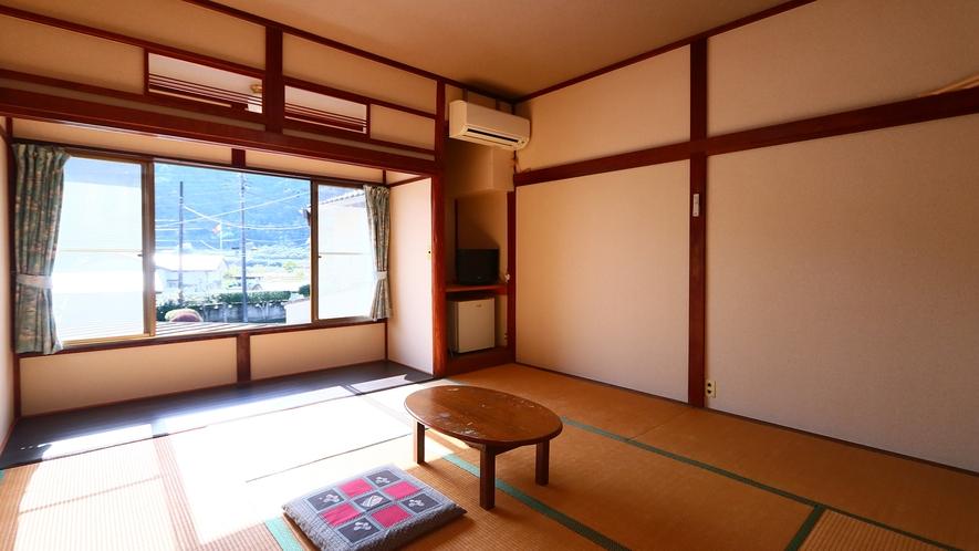 日当たりの良いあたたかな和室(8畳)3
