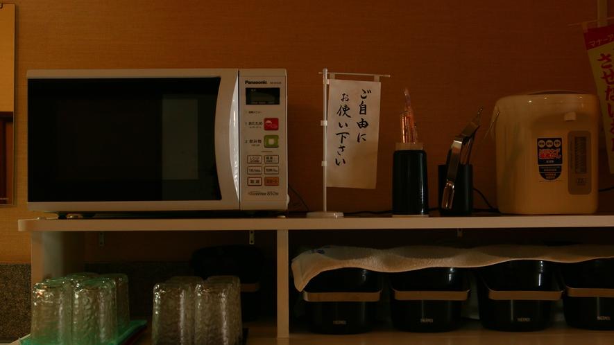 共有スペースには電子レンジ、製氷機、ポットなど取り揃えております☆ 2