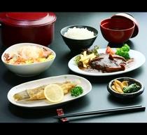 ボリューム満点!日替わり夕食♪(一例)ハンバーグと焼魚*