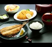 ボリューム満点!日替わり夕食♪(一例)とんかつと焼き魚*