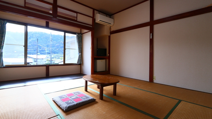 日当たりの良いあたたかな和室(8畳)4