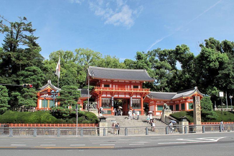 Yasaka-jinja shrine-01a