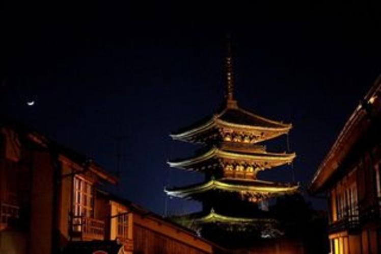 The upper chord Tower Yasaka-a