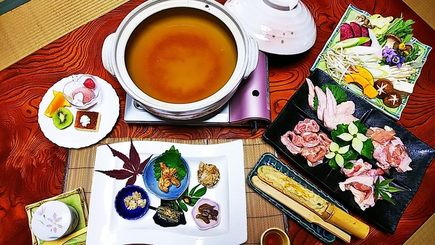 *【料理】いろ鶏(どり)サラダ鍋です。鶏肉の3種の部位を使用!たっぷり季節の自家製野菜と一緒にどうぞ