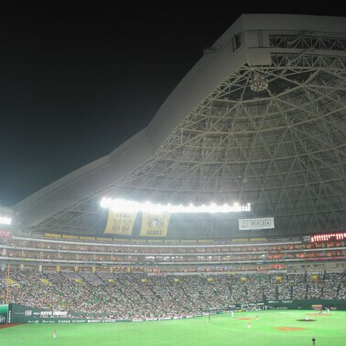 【ヤフオクド−ム ホテルより車で約25分 福岡都市高速利用】野球を始めコンサートも行われています。