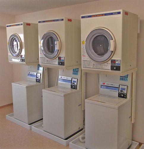 【館内設備】コインランドリー ※洗剤不要 洗濯機200円/乾燥機30分100円