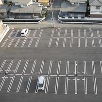 【無料駐車場】131台駐車可能です。 ※中・大型車、バス等は1泊2000円(税別)◎要予約