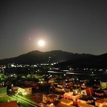 若杉山4月の満月