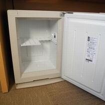 【客室設備】冷蔵庫 電源を入れてご使用ください