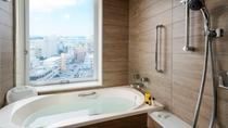 洗い場付のゆったりとしたバスルーム