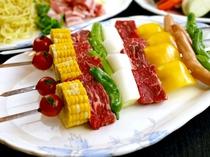 バーベキューセットにつく肉類ブロシェット