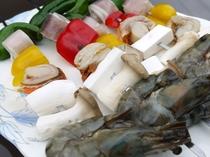 バーベキューセットにつく海鮮ブロシェット