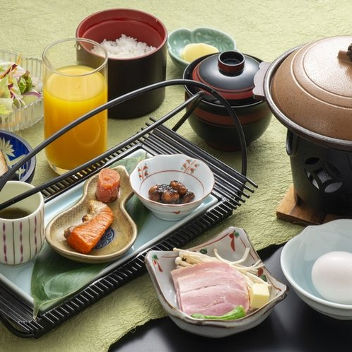 和朝食:レストランにて8時~9時