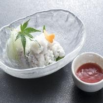季節の一品料理 鱧の落とし(梅肉ソース)
