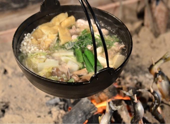 囲炉裏鍋と鮎の塩焼き