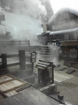 野沢温泉の源泉「麻釜」