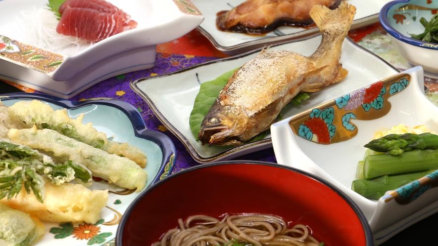 【夕食一例】自家製野菜と山の幸満載の夕食