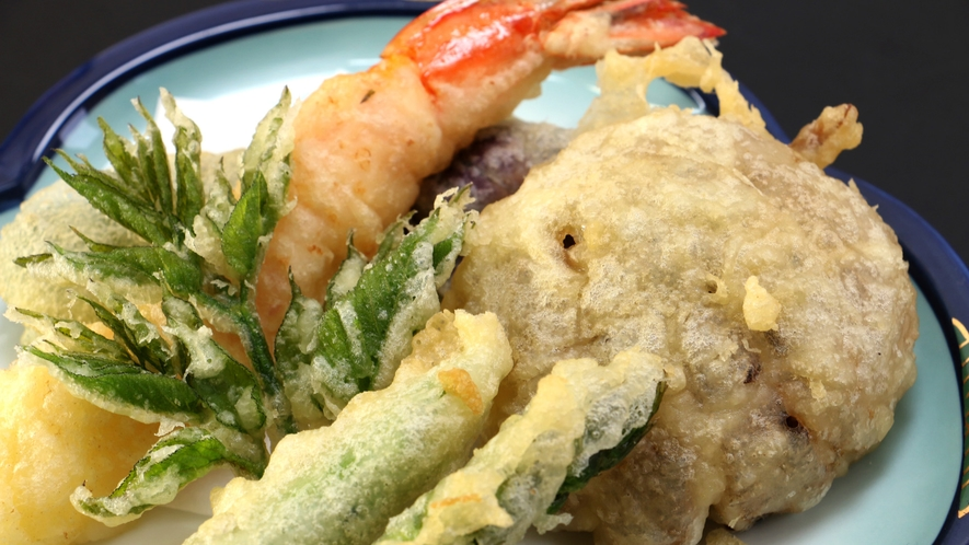 【夕食一例】旬の山菜や野菜を天麩羅で!