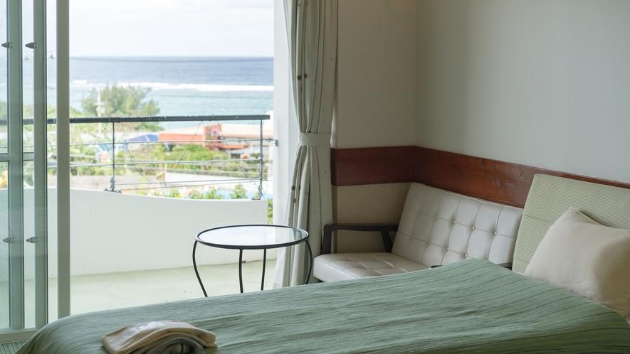 *【部屋/ナポリ】テラスは、外の景色を楽しみながらゆったりと寛げる場所です。
