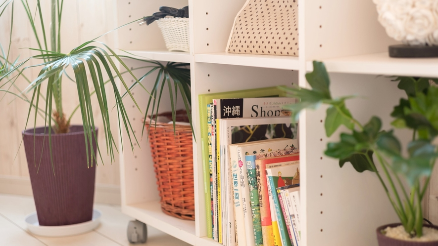 *【部屋/クレタ】お部屋には本や雑誌を取り揃えております。ご自由にご覧下さい。