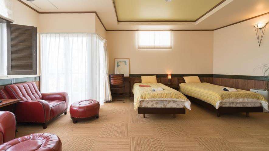 *【部屋/バレンシア】明るい光が差し込む、シンプルなベッドルーム。