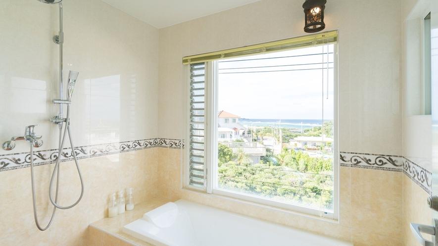 *【部屋/バレンシア】外の景色を眺めながら入れる洗い場付きバスルーム。