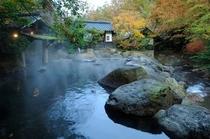 秋 男性露店風呂 『幽谷の湯』