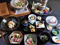 【夕食】旬の山の幸や地元の素材をたっぷりと使用した創作会席料理