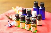 数十種類の天然アロマオイルから、Oリング法でその方の体調に合うオイルを選び調合します。