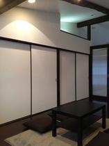 和洋室/天井高く開放感ある部屋にしています