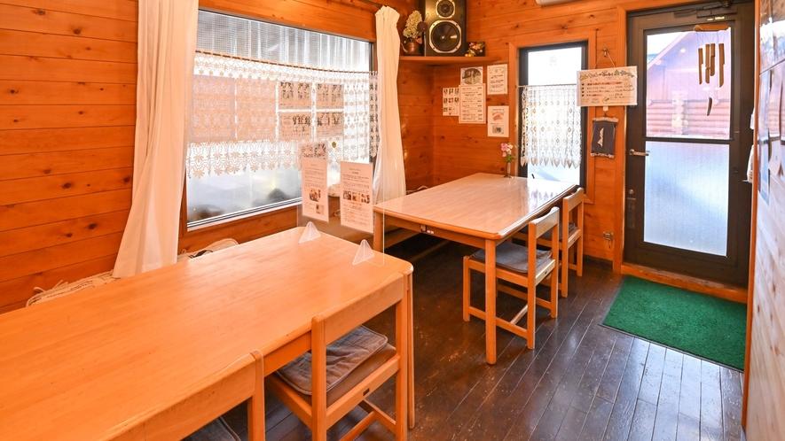 レストラン店内2テーブルでペットと一緒にお食事できます。