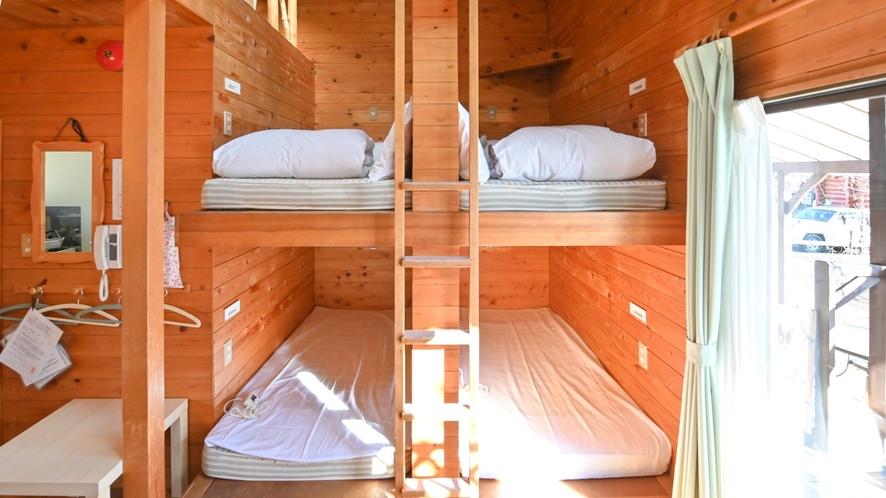 隠れ家のような手作りベッド(^-^)