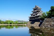 国宝 松本城(車で40分)