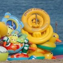 【宇佐美海水浴場】遠浅のビーチはご家族に大人気です!