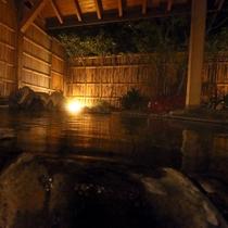 【宝石露天風呂】夜の露天宝石風呂は幻想的