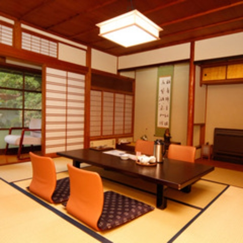 ★日本庭園・石州瓦街並眺望の二間続き8+6畳寛ぎ和室