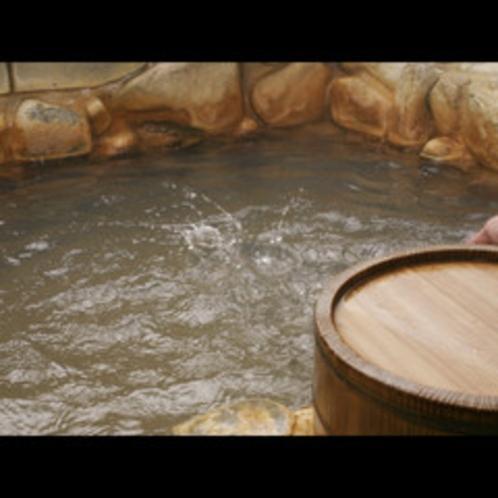 ★源泉100%、岩風呂・石風呂・貸切風呂の3つの湯浴みで癒しのひと時をお過ごし下さいませ